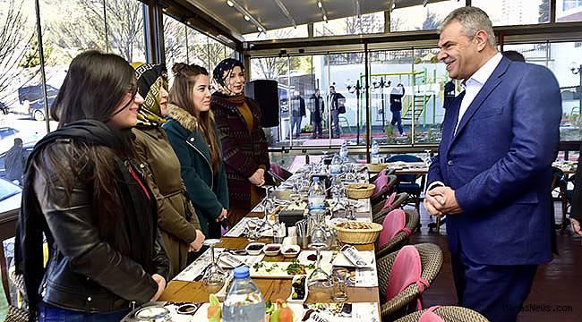 Başbakan Yardımcısı Kaynak Gençlerle buluştu