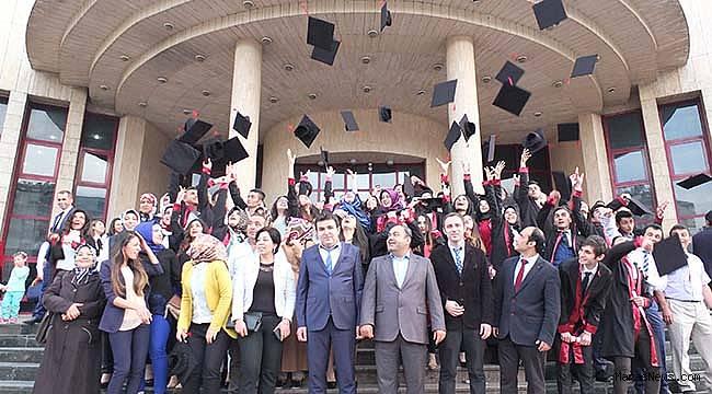 Necip Fazıl'ı hem andılar hemde mezun oldular