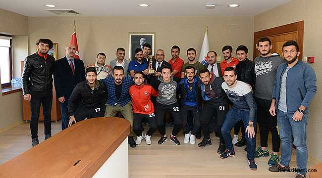 Şampiyonlar, Rektör Deveci'yi ziyaret etti