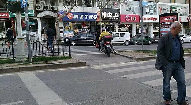 Motosiklet yaya geçidini kullandı!