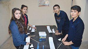 Öğrencilerden model uçak!