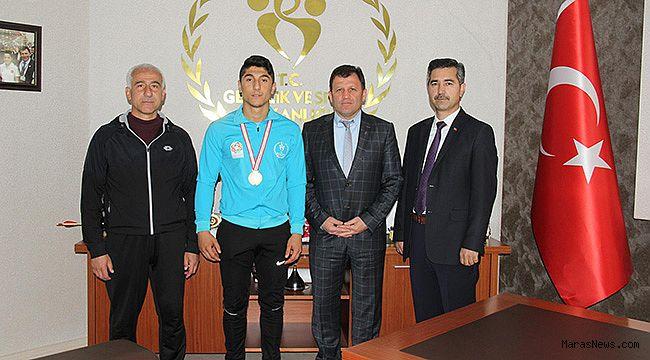 Bilek Güreşi Türkiye Şampiyonundan Kabakcı'ya ziyaret