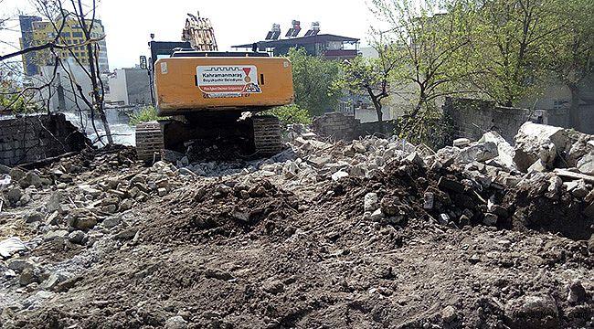 Kurtuluş'ta 30 ev yıkıldı