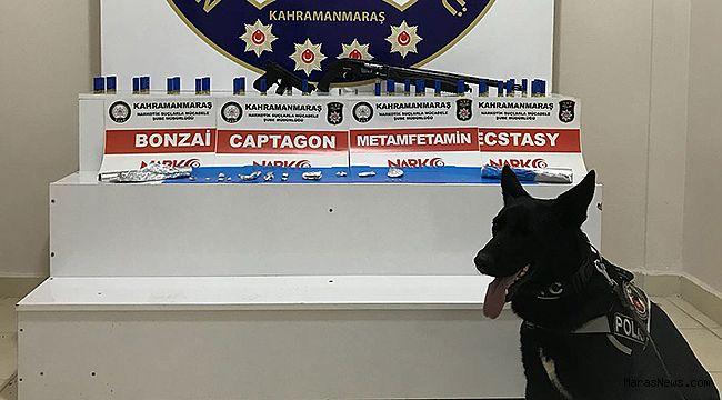 14 paket uyuşturucu ile yakalandılar