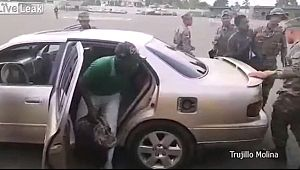 Sınırı Geçmeye Çalışan Otomobilden 18 Kaçak Çıktı