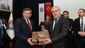 Eski Başbakan Davutoğlu, KSÜ'de Gençlerle bir araya geldi