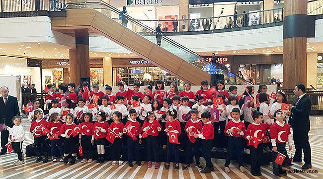 Minik öğrenciler 29 Ekim Cumhuriyet Bayramı'nı coşkuyla kutladı