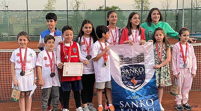 SANKO Okulları öğrencileri 12 derece elde etti