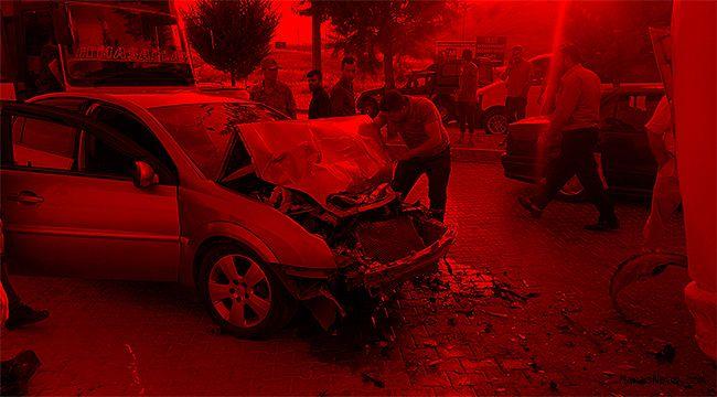 Otomobil ile midibüs çarpıştı: 2 yaralı