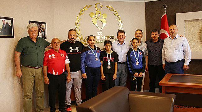 Şampiyon Kızlardan Kabakcı'ya ziyaret