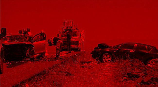 Tır ile otomobil çarpıştı: 2 ölü, 6 yaralı
