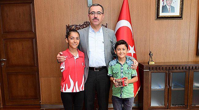 Milli Yüzücü Öztürk'ten Başkan Güngör'e ziyaret