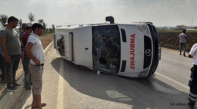Ambulansla otomobil çarpıştı: 5 yaralı