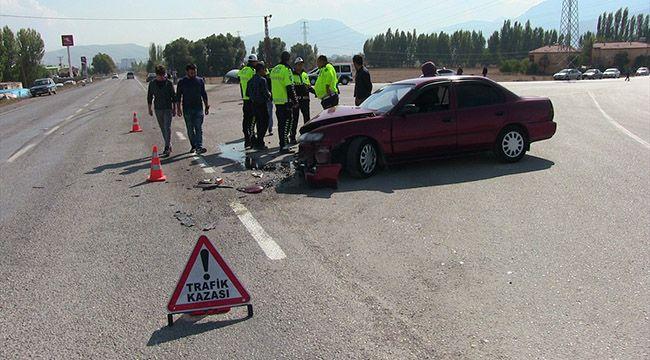 Kahramanmaraş'ta otomobil ile tır çarpıştı: 2 yaralı