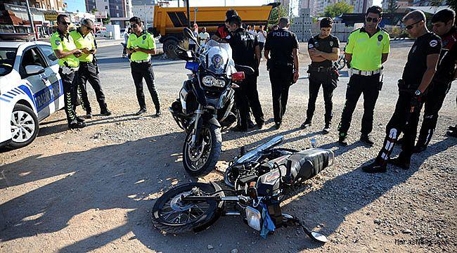 Polis, uyuşturucu zanlılarını motosikletlerine çarparak yakaladı