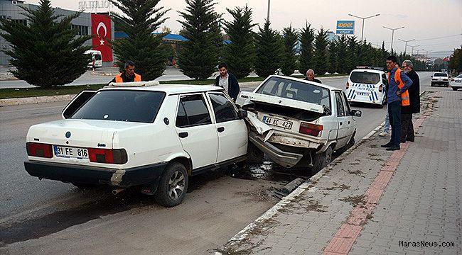 Park halindeki otomobile çarpan araçtaki 3 kişi yaralandı