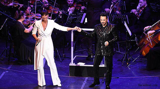 Emre Altuğ'dan bol sürprizli 20. yıl konseri
