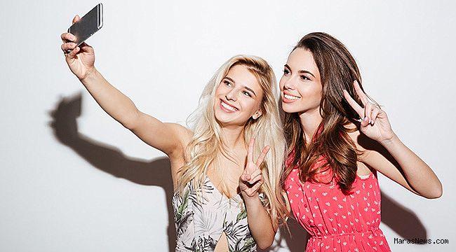 Selfie'de burnunu gören cerraha koşuyor