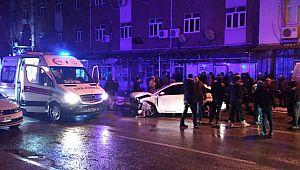 2 otomobilin çarpışması sonucu 3 kişi yaralandı