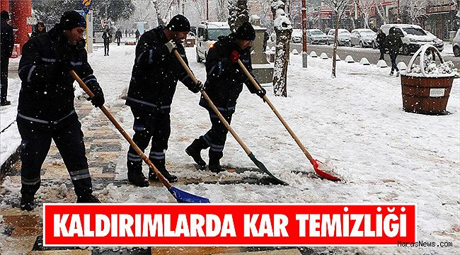 Kaldırımlarda kar temizliği