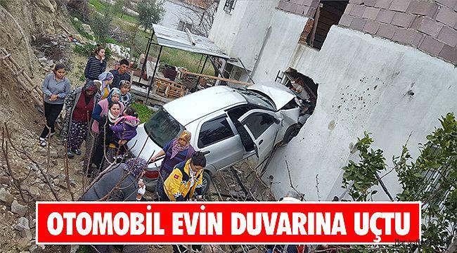 Otomobil evin duvarını yıktı: 4 yaralı