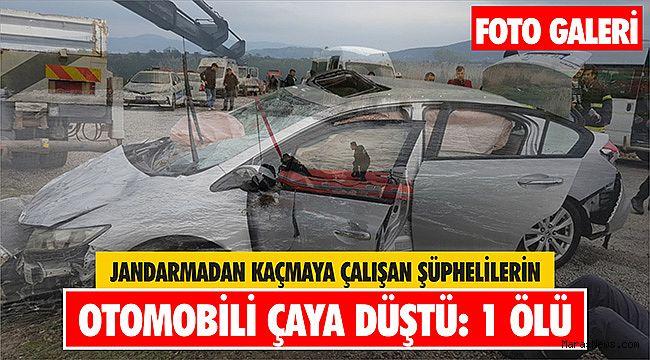 Jandarmadan kaçmaya çalışan şüphelilerin otomobili çaya düştü: 1 ölü