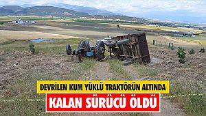 Devrilen kum yüklü traktörün altında kalan sürücü öldü