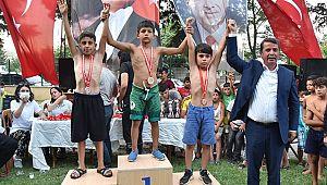 Güreşçiler Türkoğlu Er Meydanında