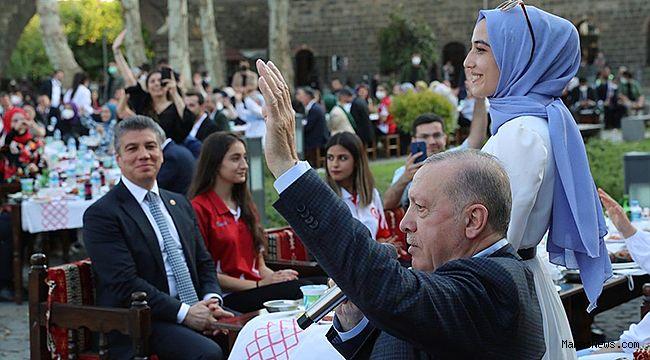 Cumhurbaşkanı Yedi Güzel Adam'da Gençlerle Buluşacak