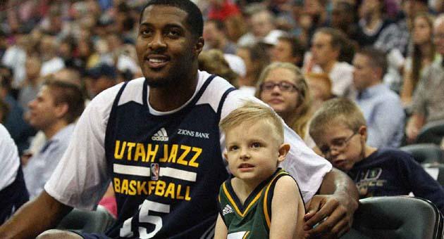 Utah Jazz'dan 5 yaşındaki lösemi hastası JP Gibson'a 1 günlük kontrat
